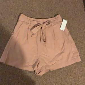 NWT ‼️ Cute salmon color shorts with tie bow belt!